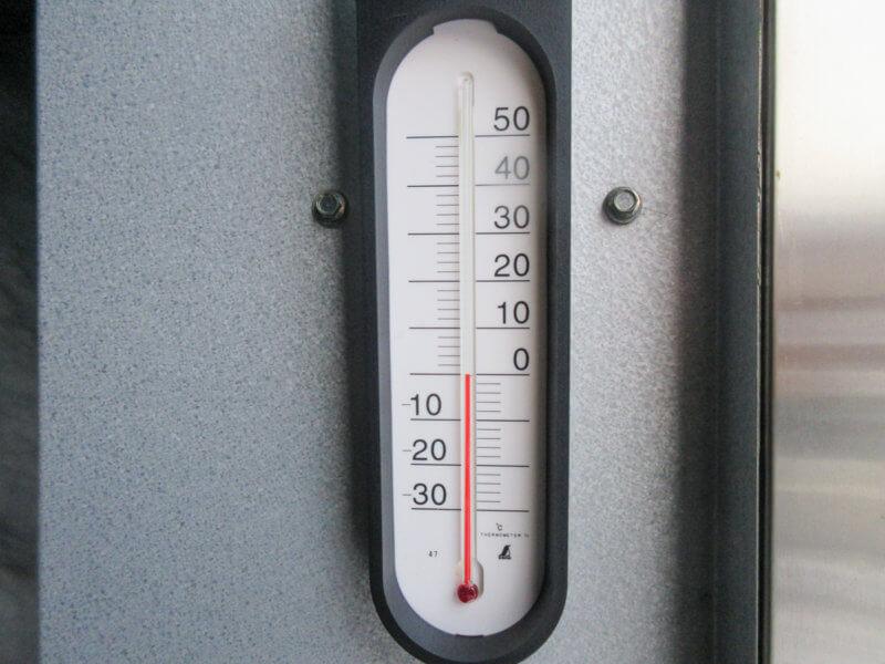約0℃の雪室で3〜4ヶ月冷却します